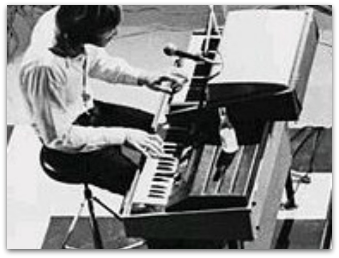Manzarek performing in 1968